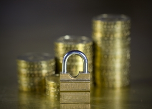 Protect Your moneyPadlock and coins» Uploaded bysqback fot.sc .hu
